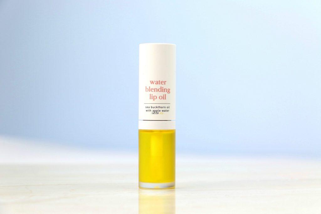 Noon water blending lip oil